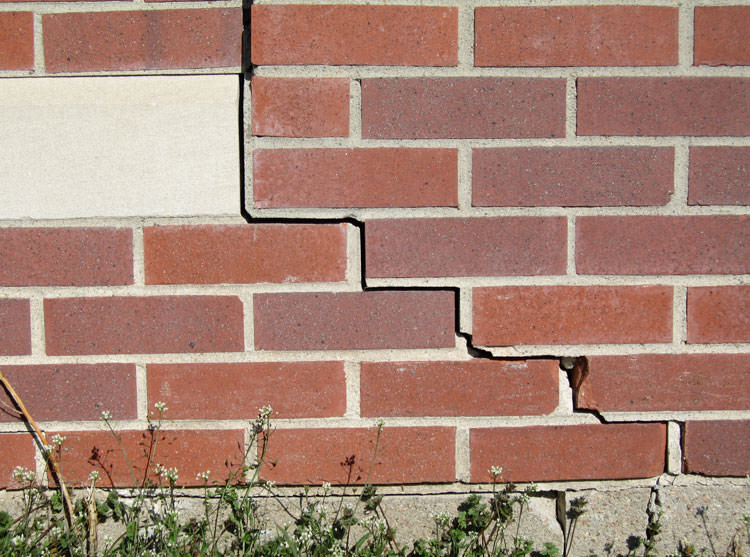 Foundation cracks on Bricks